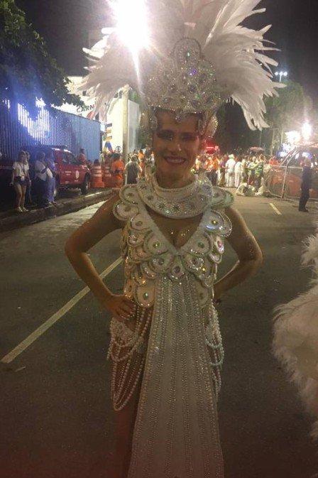 Ingrid Guimarães gravou para novela durante desfile de escola de samba (Foto: Reprodução)