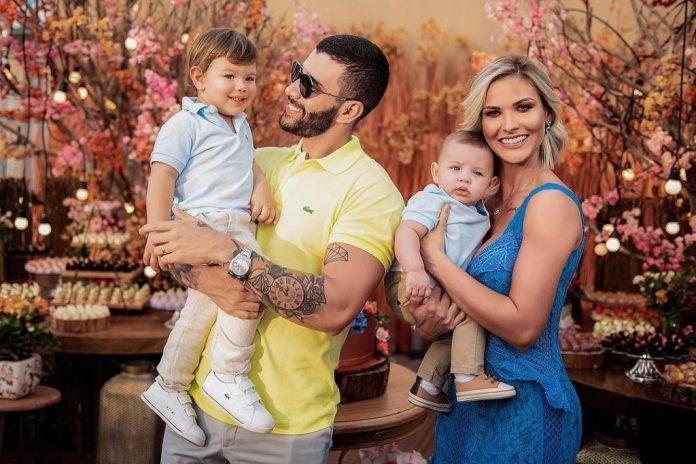 Gusttavo Lima, Andressa Suita, Gabriel e Samuel (Foto: Reprodução/Instagram)