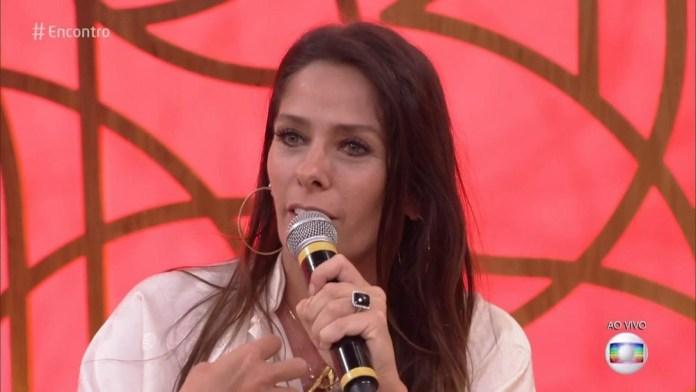 Adriane Galisteu no Encontro com Fátima antes da mudança no visual (Foto: Reprodução/ TV Globo)