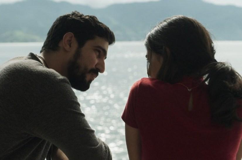 Jamil e Laila em cena de Órfãos da Terra (Foto: Reprodução)