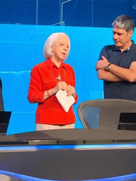 Fernanda Montenegro, que estará em A Dona do Pedaço da Globo, foi flagrada no Jornal Nacional ao lado de William Bonner e Renata Vasconcellos