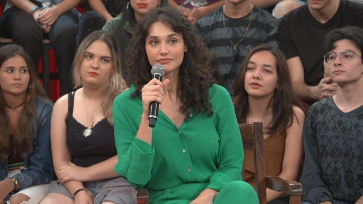 Débora Nascimento foi obrigada a falar de separação com José Loreto durante o Altas Horas na Globo