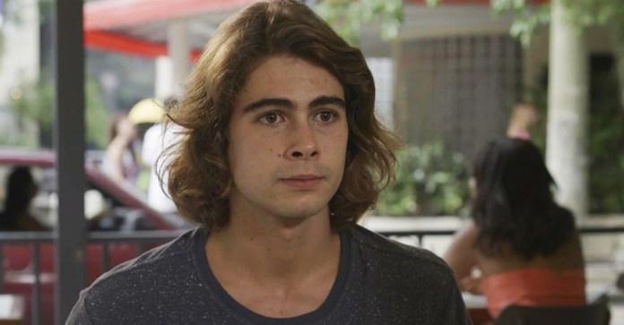 João (Rafael Vitti) não saberá como contar a verdade para Manu (Isabelle Drummond) na Globo em Verão 90