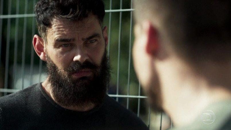 Paul (Carmo Dalla Vecchia) em cena na novela das seis da Globo Órfãos da Terra