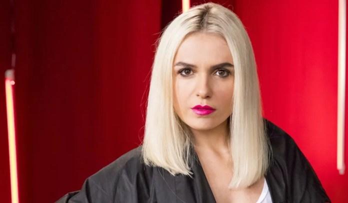 Monica Iozzi interpreta Kim em A Dona do Pedaço (Foto: Globo/João Cotta)