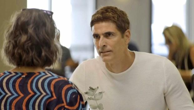 Régis (Reynaldo Gianecchini) vai romper com Josiane (Agatha Moreira) em A Dona do Pedaço (Foto: Reprodução/Globo)