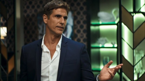 Régis (Reynaldo Giannechini) em cena de A Dona do Pedaço