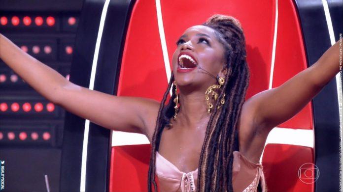 IZA durante o reality show The Voice Brasil, da Globo. (Foto: Reprodução)