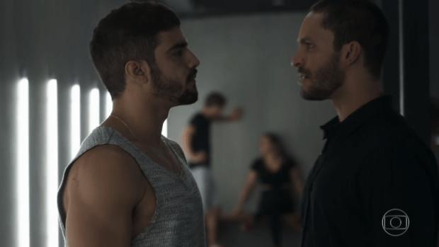 Rock (Caio Castro) ajudará Téo a desmascarar Josiane em A Dona do Pedaço (Foto: Reprodução/Globo)