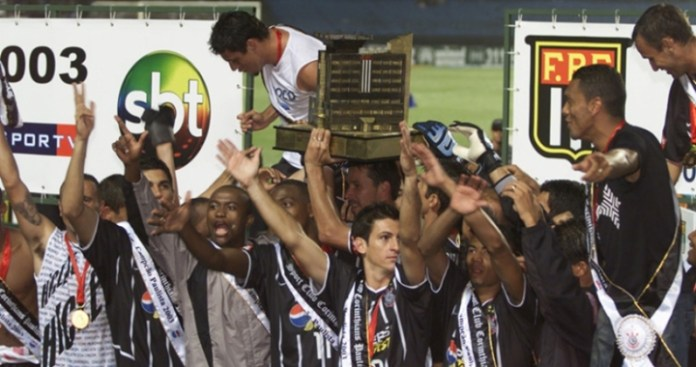 Corinthians was the 2003 São Paulo champion (detail for the SBT logo on the stage, in the background). (Photo: Disclosure)