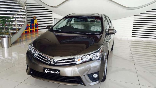 new corolla altis on road price all alphard vs vellfire list of toyota variants features prices in pakistan