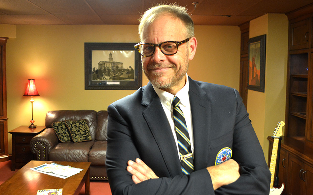 Alton Brown on Cookbooks Bowties and Songwriting