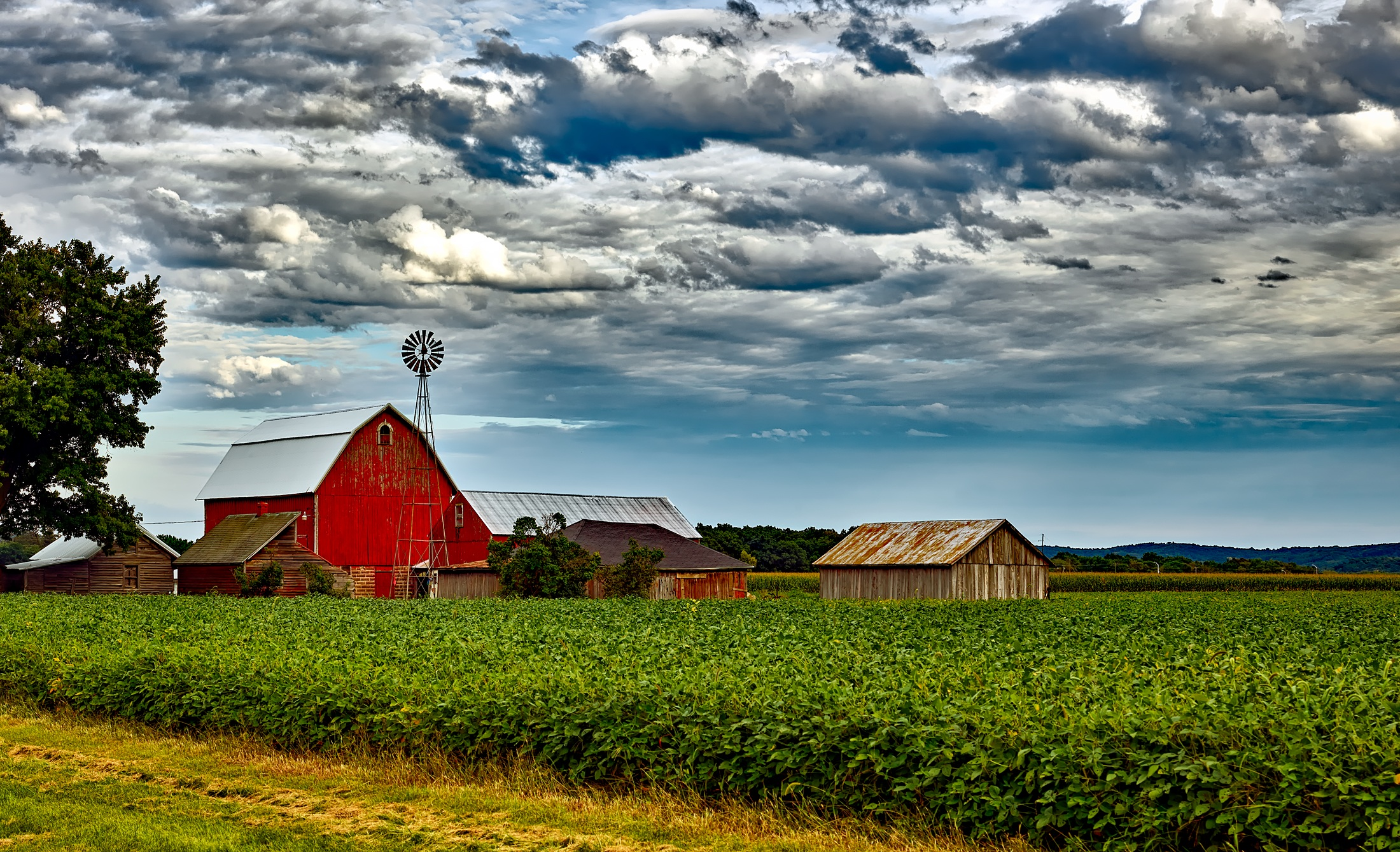 Houses In Farm Against Cloudy Sky · Free Stock Photo