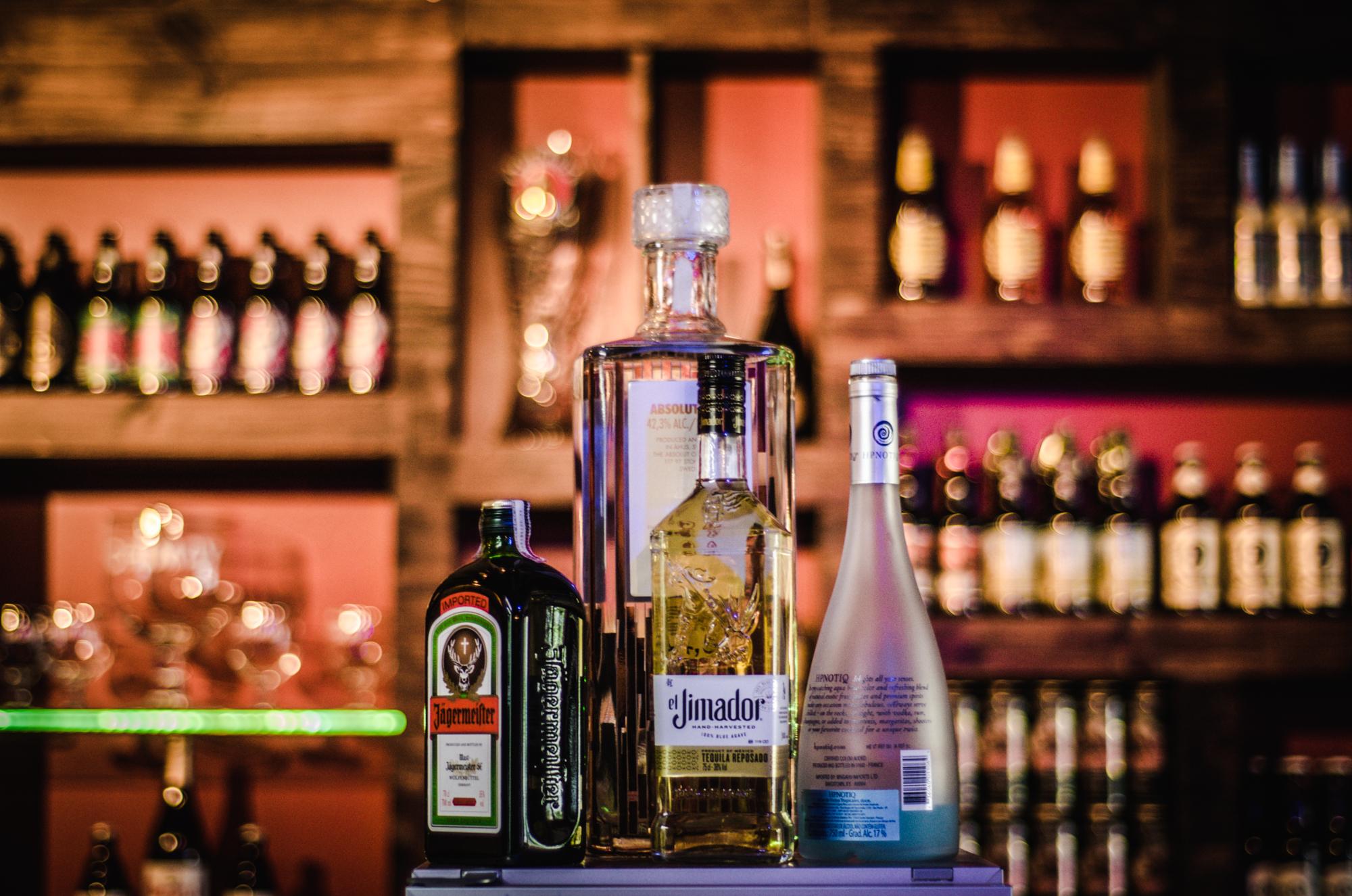 Free stock photo of alcohol bar bartender