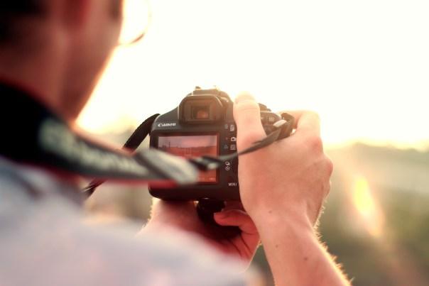 https://i0.wp.com/static.pexels.com/photos/3600/man-camera-taking-photo-photographer.jpg?resize=604%2C403&ssl=1