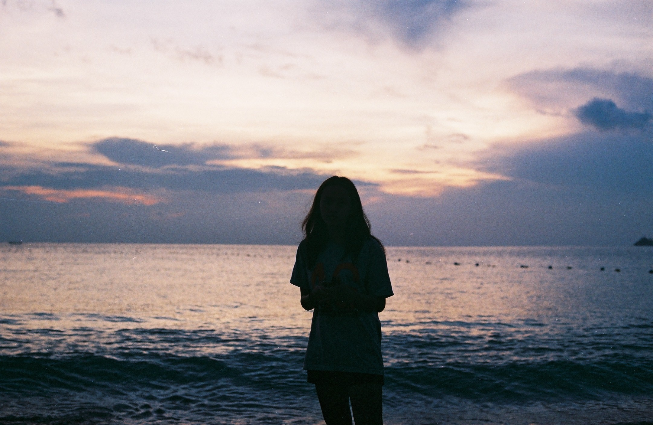 Fall Evening Wallpapers Silhouette Of Woman Standing Near Large Body Of Water