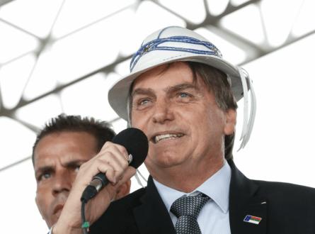 Image result for Bolsonaro com chapeu de couro