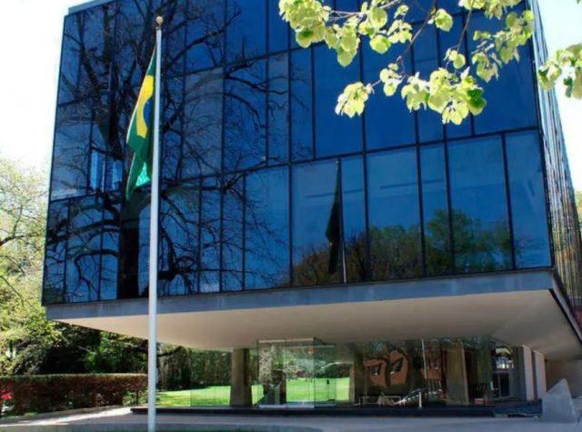 Resultado de imagem para embaixada do Brasil em Washington
