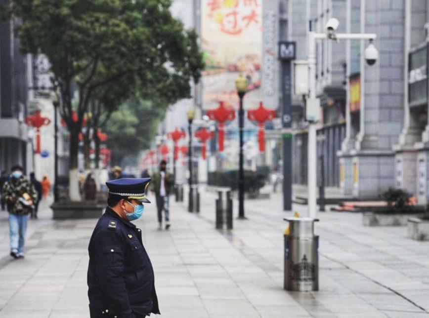 Sobe para 56 o número de mortos na China por coronavírus | Poder360