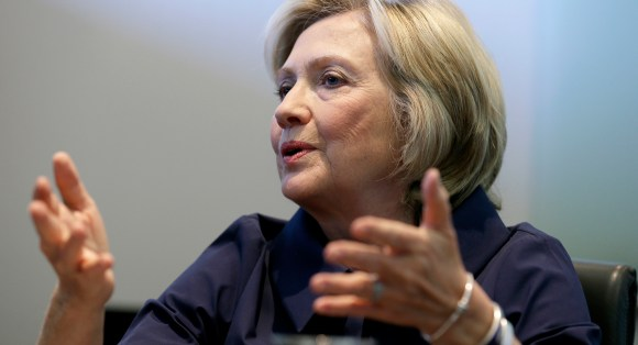150908_hillary_Clinton_apology_ap_1160.jpg