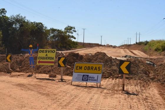 Governo assina contrato para asfaltar a Estrada do Morocó