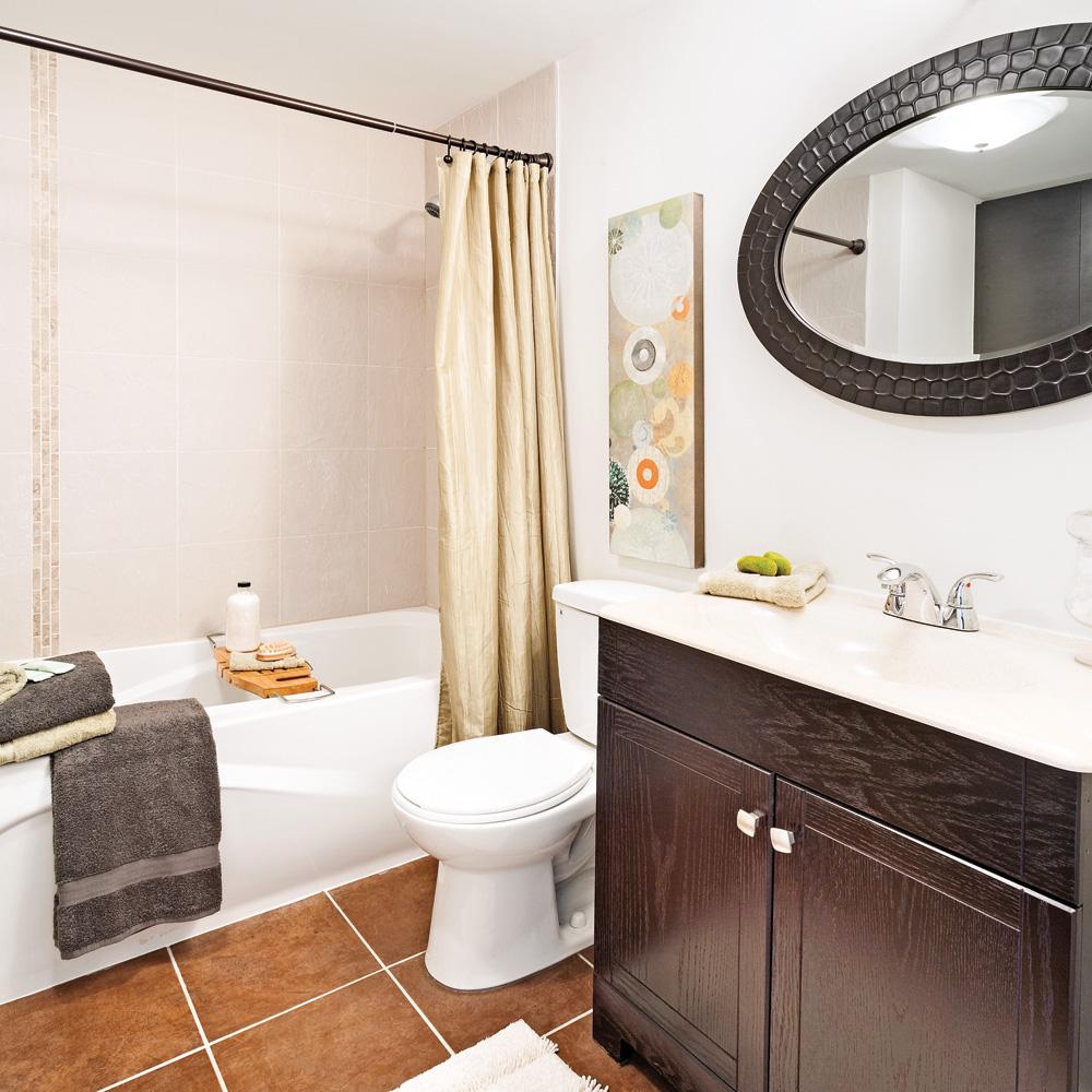 Relooking de salle de bain  petit prix  Salle de bain  Avant aprs  Dcoration et rnovation