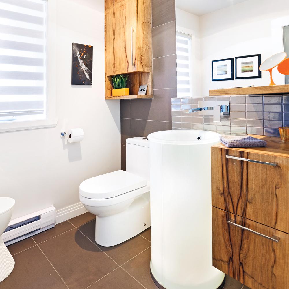 Une salle deau autour du lavabo  Salle de bain