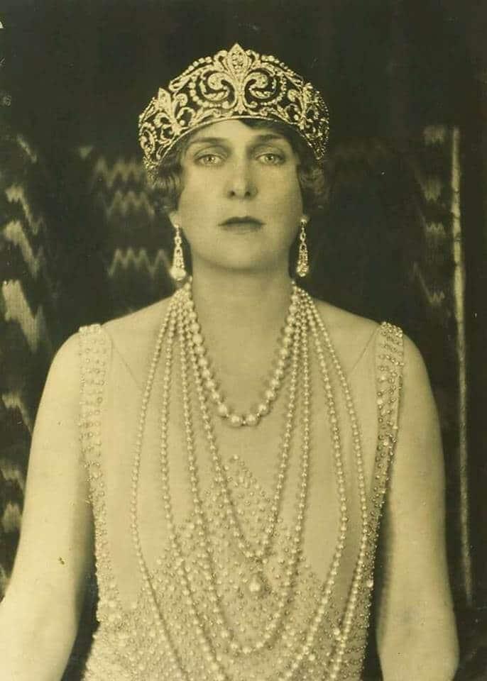 Reine Victoria Et Elisabeth 2 : reine, victoria, elisabeth, ENA'S, EMERALDS, Michael, Greece