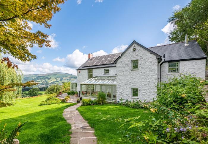 Wales Powys beautiful white farmhouse in Brecon Beacons
