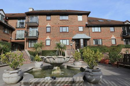 2 Bedroom Apartment For In Purley