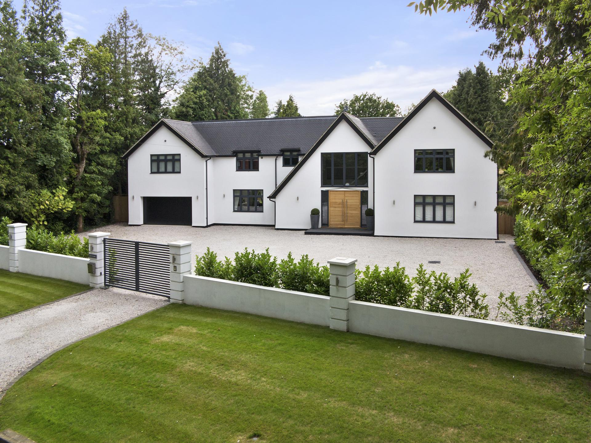 6 bedroom House for sale in Chipstead
