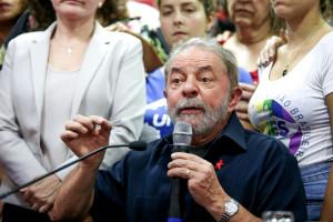 PP_Ex-presidente-Lula-fala-com-jornalistas-apos-prestar-depoimento-na-Policia-Federal_201603040006 (1)