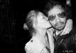 Evelyne kissing Olivier Zahm at Le Montana, Paris. Photo Olivier Zahm