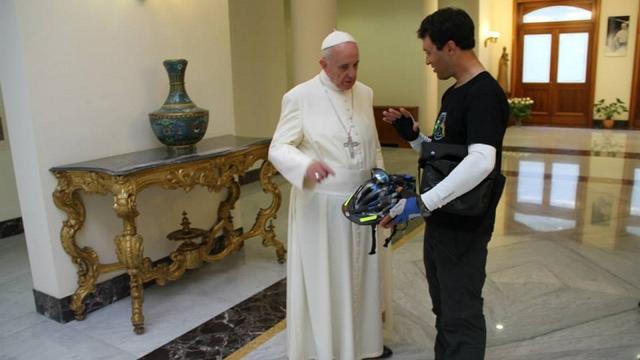 Deseo concedido.  El Papa invita a Francis y charla con Leandro Martins, un ciclista no católica que lo solicite de forma aleatoria una reunión con él.  Foto cortesía de Leandro Martins