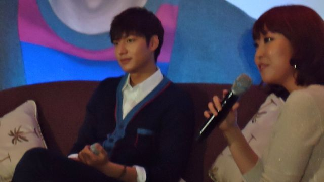LIKE A VACATION. Lee Min Ho appreciates the warmth of the Philippines — literally