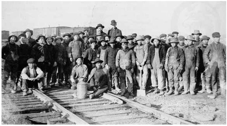 Chinese laborers building transcontinental railroad