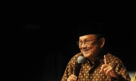BJ Habibie menjadi pembicara dalam  HUT ke-19 Aji di Gedung Pusat Perfilman Usmar Ismail Jakarta