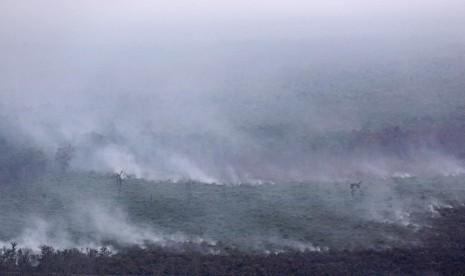 Foto udara kebakaran hutan di Kabupaten Lahat diambil dari Helikopter MI8 milik Badan Nasional Penanggulangan Bencana (BNPB), Lahat, Sumatera Selatan, Jumat (18/9).