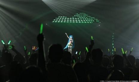 Karakter Hatsune Miku saat tampil dalam konsernya di gelaran