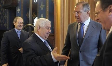 Menteri Luar Negeri Rusia, Sergey Lavrov (dua dari kanan) saat berjumpa dengan Menteri Luar Negeri Suriah, Walid Muallem di Moskow.