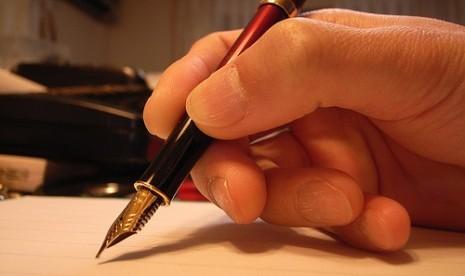 menulis/ilustrasi