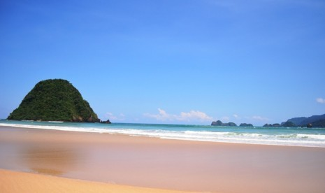 Pantai Pulau Merah-Banyuwangi