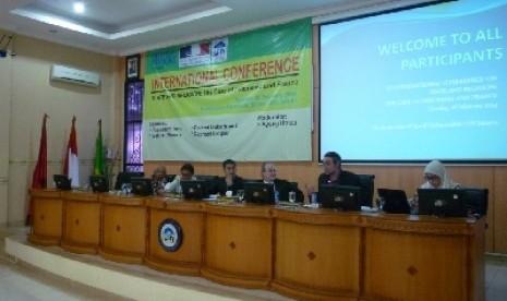 Raphael Liogier (ketiga dari kanan) dalam konferensi internasional