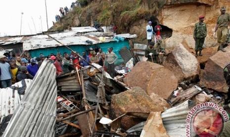 Reruntuhan di rumah kumuh (ilustrasi)