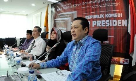 Sekretaris Fraksi Partai Golkar DPR Bambang Soesatyo (kanan).