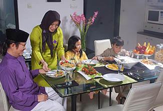 Makan Bersama, Kenyangkan Perut Tenangkan Jiwa
