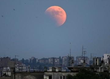Debu Angkasa Bikin Gerhana Bulan Berwarna Merah