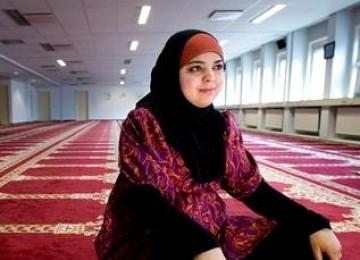 Di Tengah Meningkatnya Sentimen Anti Islam, Hannah Snider 'Melawan Arus' dan Bersyahadat