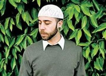 Dari Guantanamo ke Makkah, Kisah Mualaf Penjaga Penjara yang Berumrah
