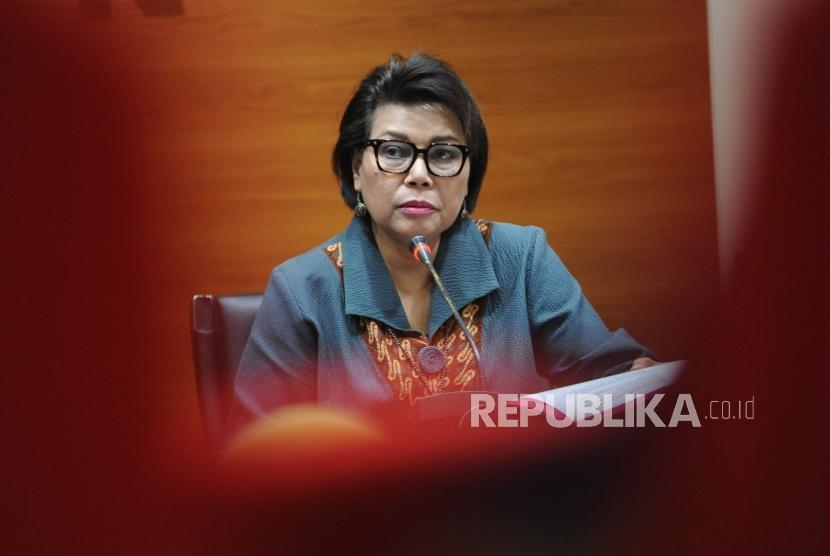 Wakil Ketua KPK Basaria Panjaitan, memberikan keterangan kepada media saat melakukan konfrensi pers terkait OTT PN Tangerang di Gedung KPK, Jakarta, Selasa (13/3).